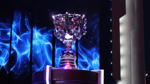 league-of-legends-world-championship-finals-staples-center-cup